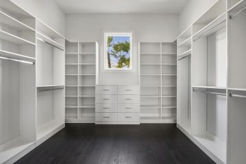 1491838429_026_Master Closet